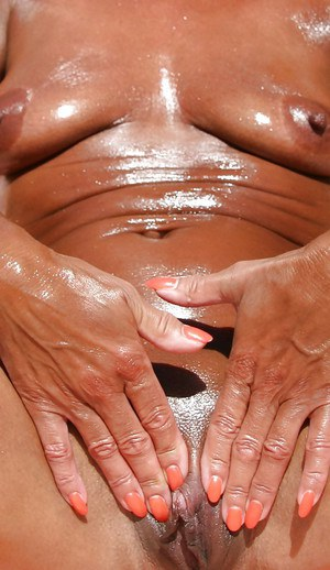 sex-oiled-up-grannies